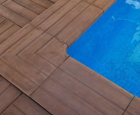 Bordes ngulos y baldosas de piedra para piscinas for Bordes decorativos para piscinas